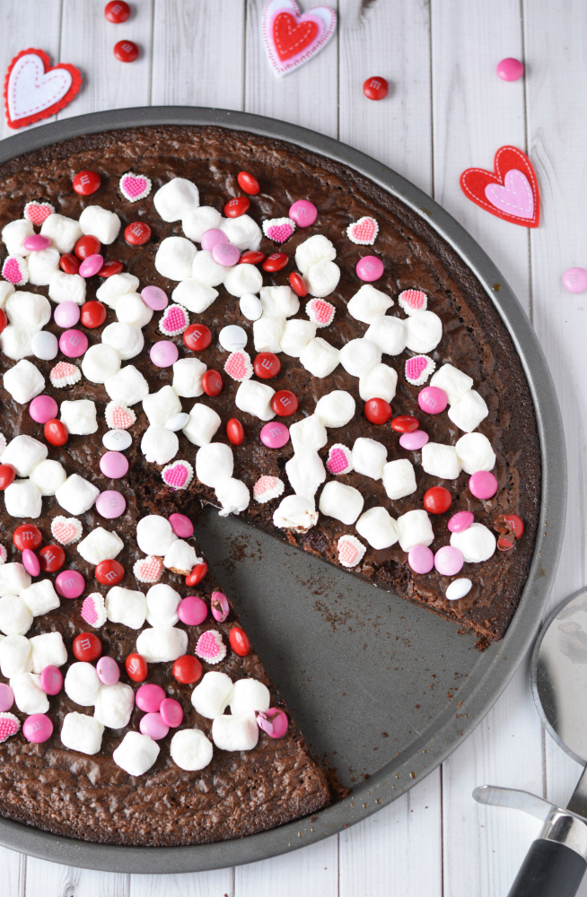 Valentines Day Brownie Pizza - The Rockstar Mommy